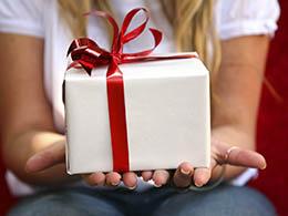 Как удивить мужчину подарком